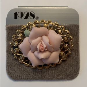 🔥New Listing🔥 Vintage Era Ceramic Brooch